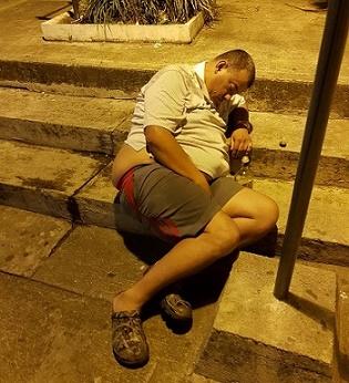 """Concejal de La Tebaida sorprendido aparentemente borracho asegura que estaba """"cansadito"""", (VIDEO)"""