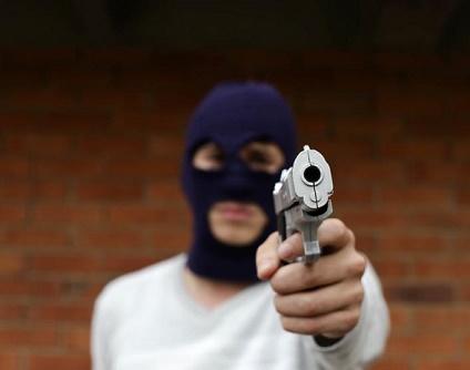 En Cali, hombre citó a sus extorsionistas a su casa y asesinó a 4 de ellos