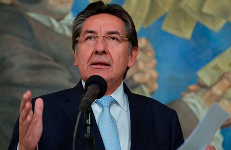 """Senador Cepeda denunció al exfiscal Néstor Humberto Martínez por """"chuzadas"""""""