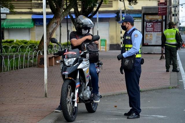 En Armenia seguirá prohibido parrillero en moto y en carro permitido solo dos personas, una adelante y otra atrás