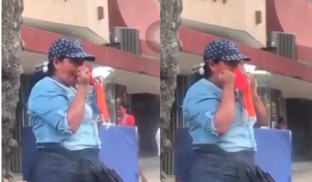 En video quedó mujer que se limpia la nariz con los tapabocas que vende en la calle