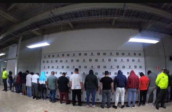Judicializan a 22 policías sindicados de recibir dinero de redes de narcomenudeo en Medellín, Antioquia