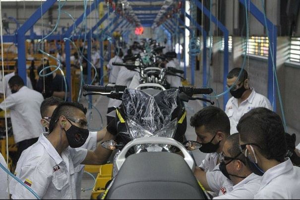 Bajaj ya ensambla sus motos en la nueva planta ubicada en La Tebaida, Quindío