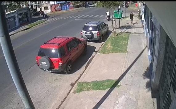 En impactante video: policía mató a ladrón que lo iba a robar