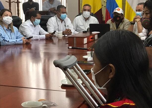 Gobernador del Quindío anuncia que acuerdo con indígenas permite levantar su bloqueo en Versalles, vía a La Línea