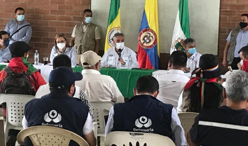 Gobernación en diálogos con manifestantes que están en Calarcá, en la vía a La Línea