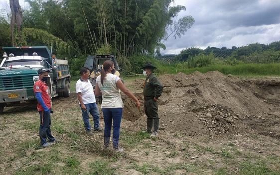 Incautan retroexcavadora y volqueta que ejercían actividades de minería ilegal en el sector de Barragán