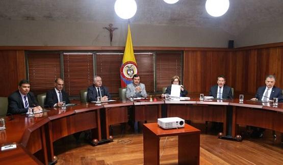 En Colombia ya no haría falta el título de abogado para ser fiscal, Procurador y Contralor